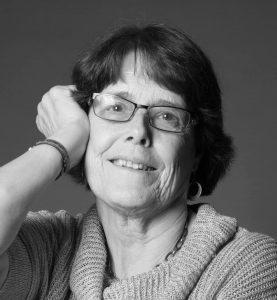 Portræt af Birgit der anmelder i Galleri Blæst i Nordjylland