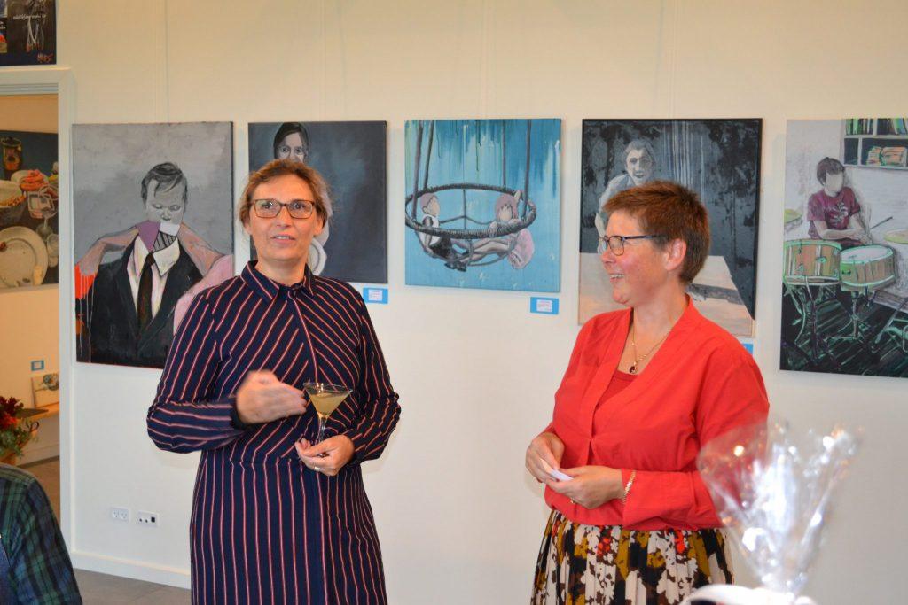Kunstner Yvonne Lundehøj og gallerist Christine Stampe Frøsig i Galleri Blæst i Nordjylland