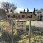 Ankomstskilt til Galleri Blæst i Nordjylland